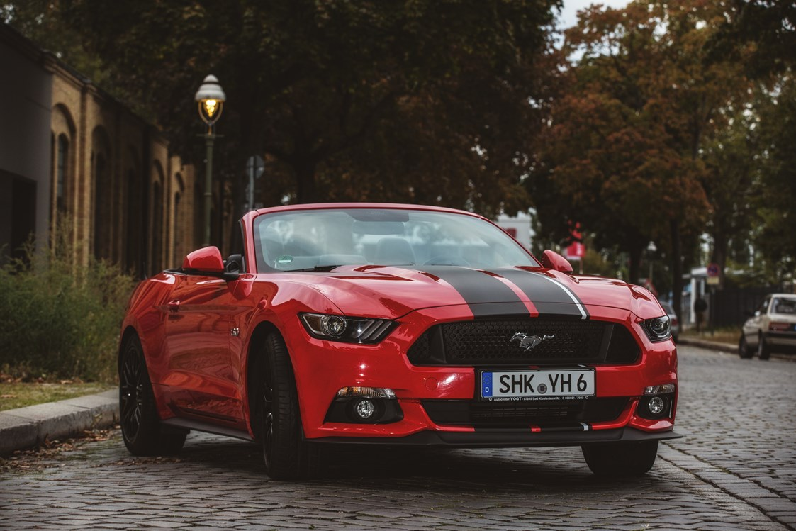 Hochzeitsauto: yellowhummer Ford Mustang GT