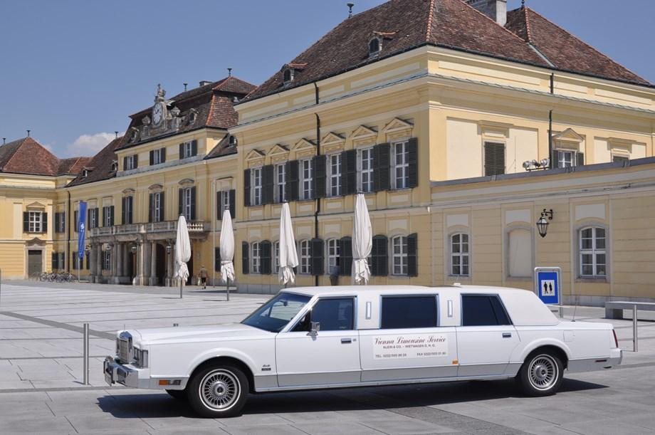 lincoln von vienna limousine service klein co mieten hochzeitsauto in sterreich. Black Bedroom Furniture Sets. Home Design Ideas