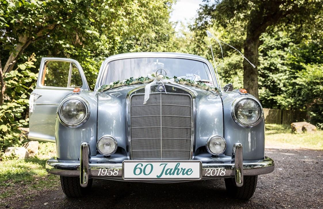 Hochzeitsauto Paule Pontonde Mercedes Benz 220S Aus Dem Jahre