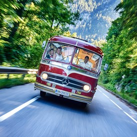 Hochzeitsauto: Oldtimer in Action © Zopf Photography - Mercedes Benz O 321 H von Messinger Reisen