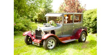 Hochzeitsauto-Vermietung - Farbe: Rot - Ford Model T Hot Rod