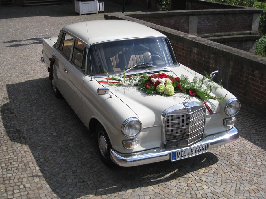 mercedes heckflosse 200 der oldtimerfahrer mieten hochzeitsauto in deutschland. Black Bedroom Furniture Sets. Home Design Ideas